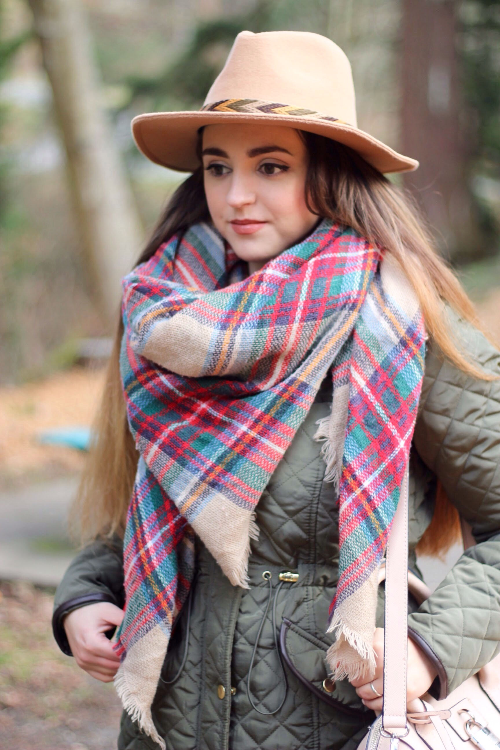 blanket skarf & tan beige felt hat